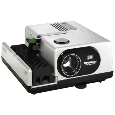 Braun photo technik Diaprojector: NOVAMAT E 130 AUTOFOCUS